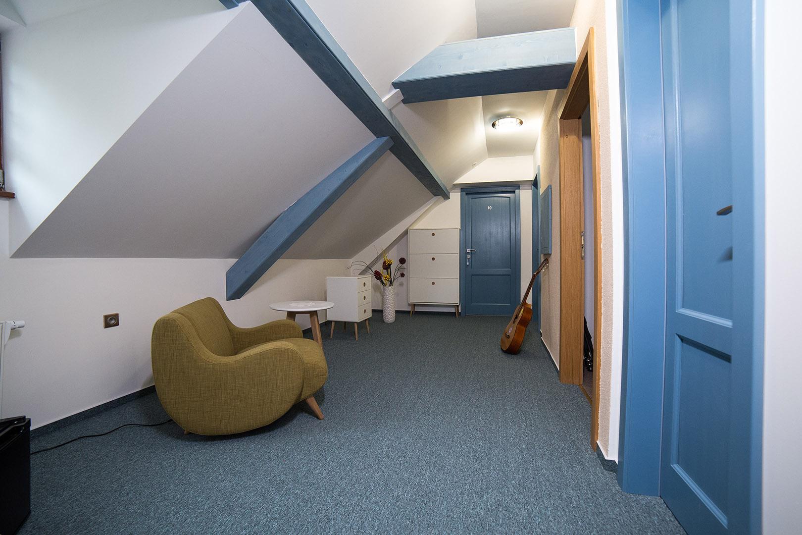 Izba č. 9 Dvojlôžková izba DE LUXE so sprchovacím kútom
